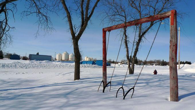 kerri_frozen swings rural