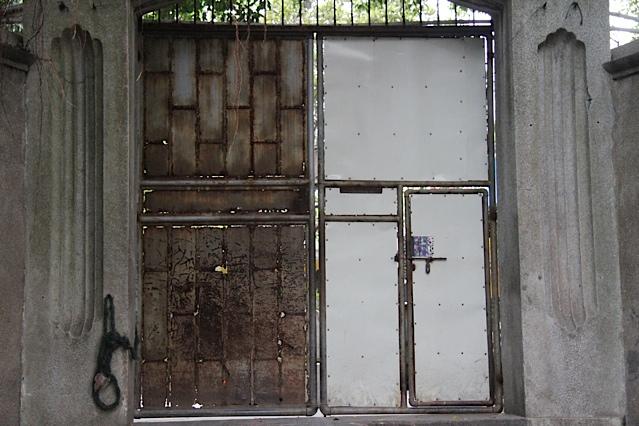 13Doug door