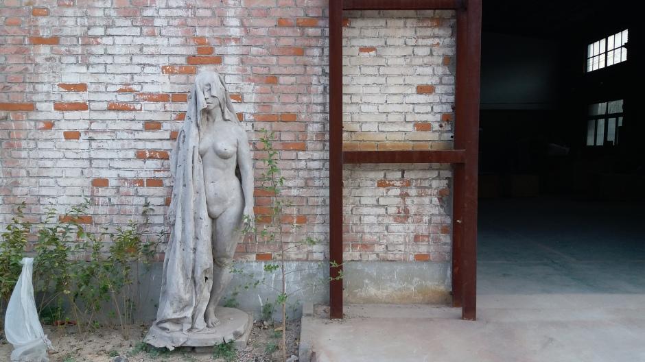 18_Doug lewis_statue