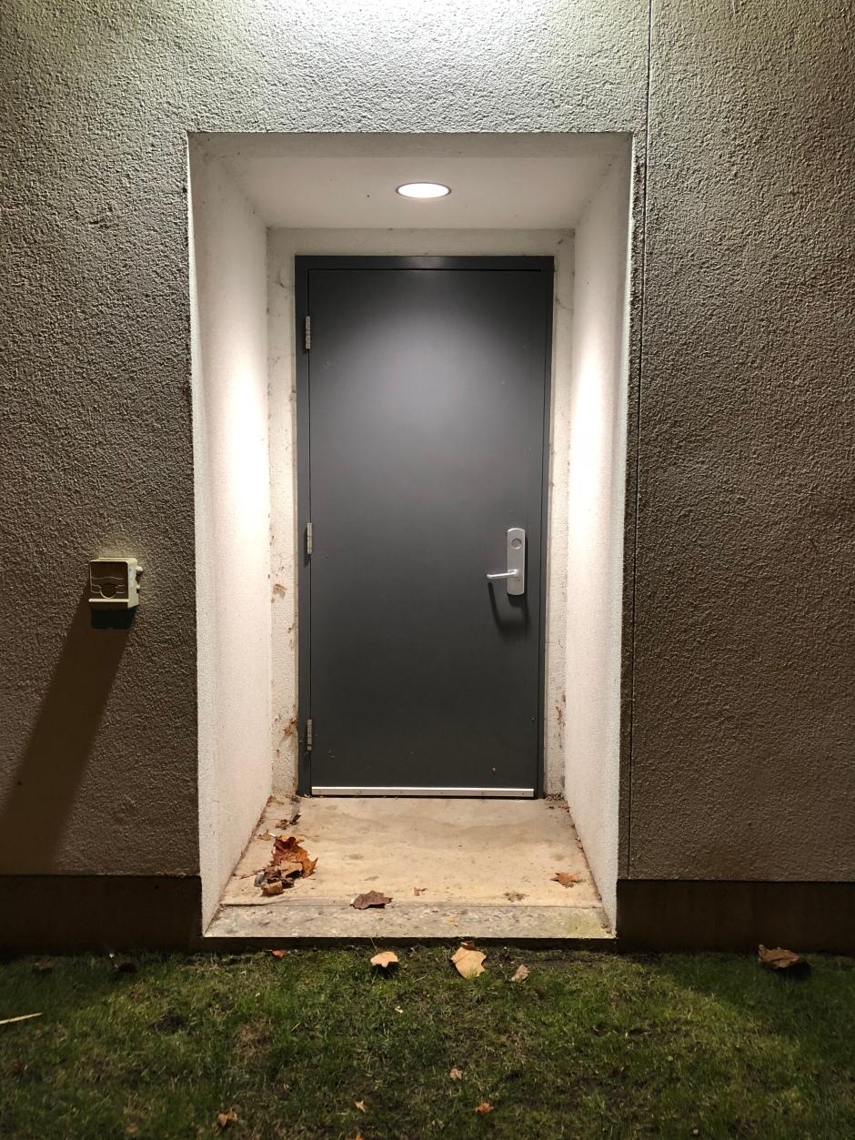 07_reece_door