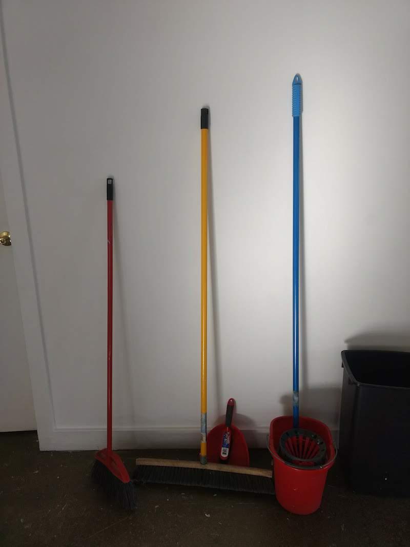 24_BL_brooms