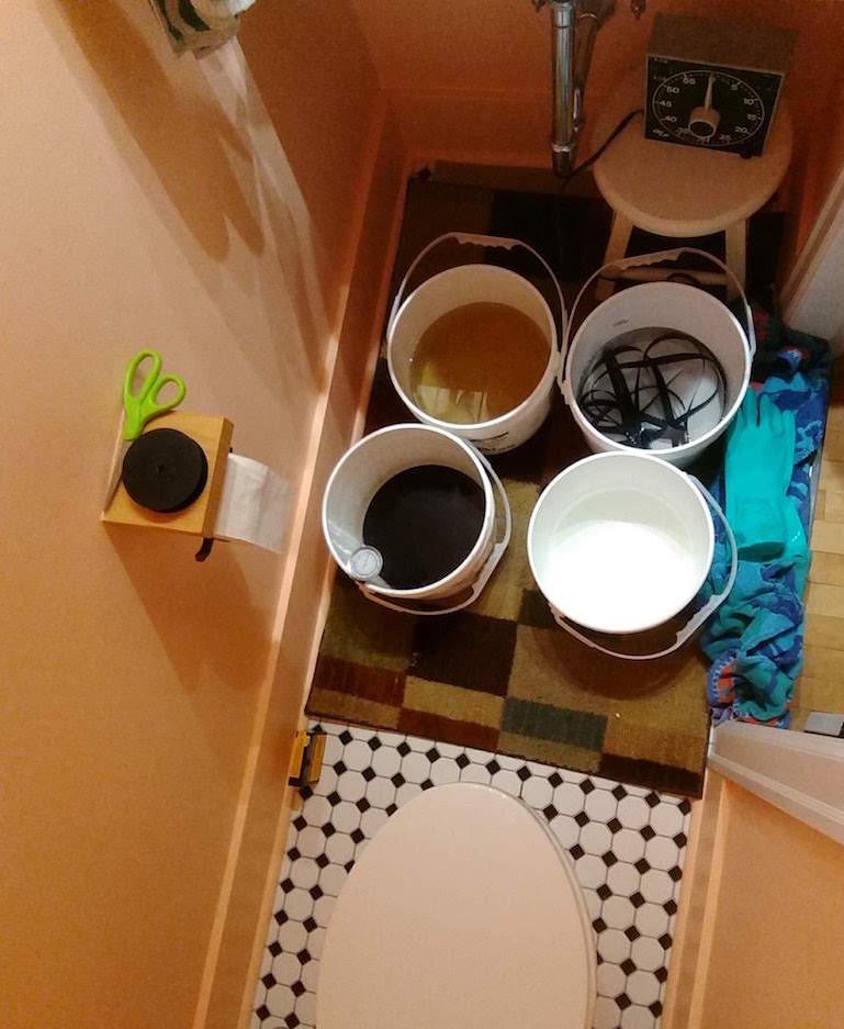 25_BL_bathroomlab