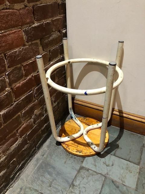 28_barabara_stool