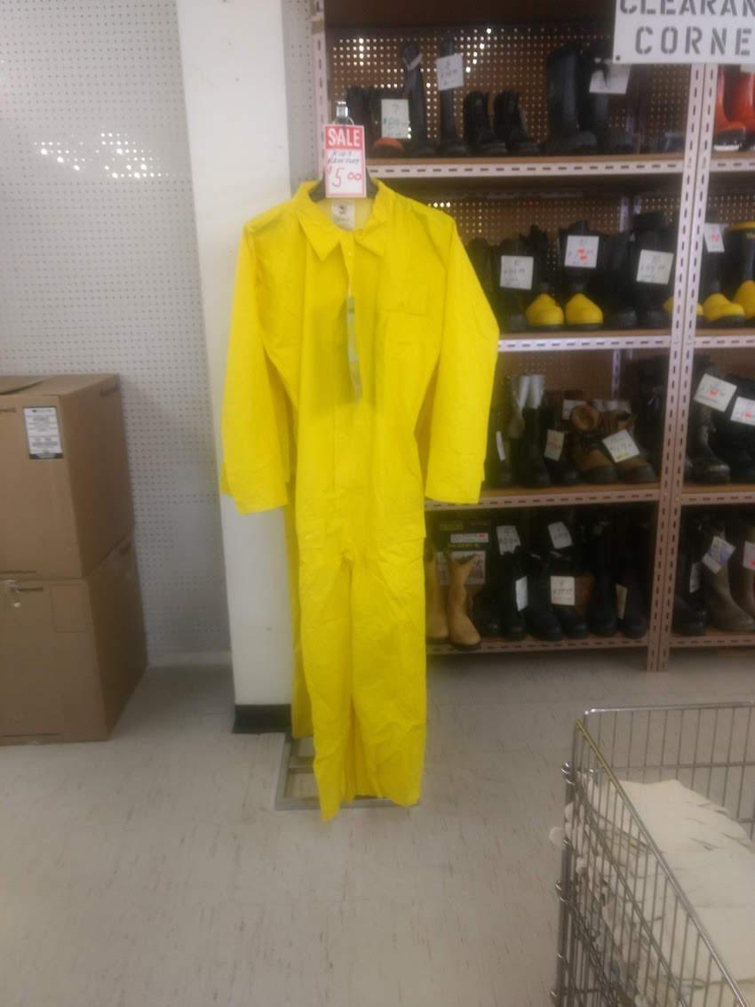 26_BL_yellowsuit