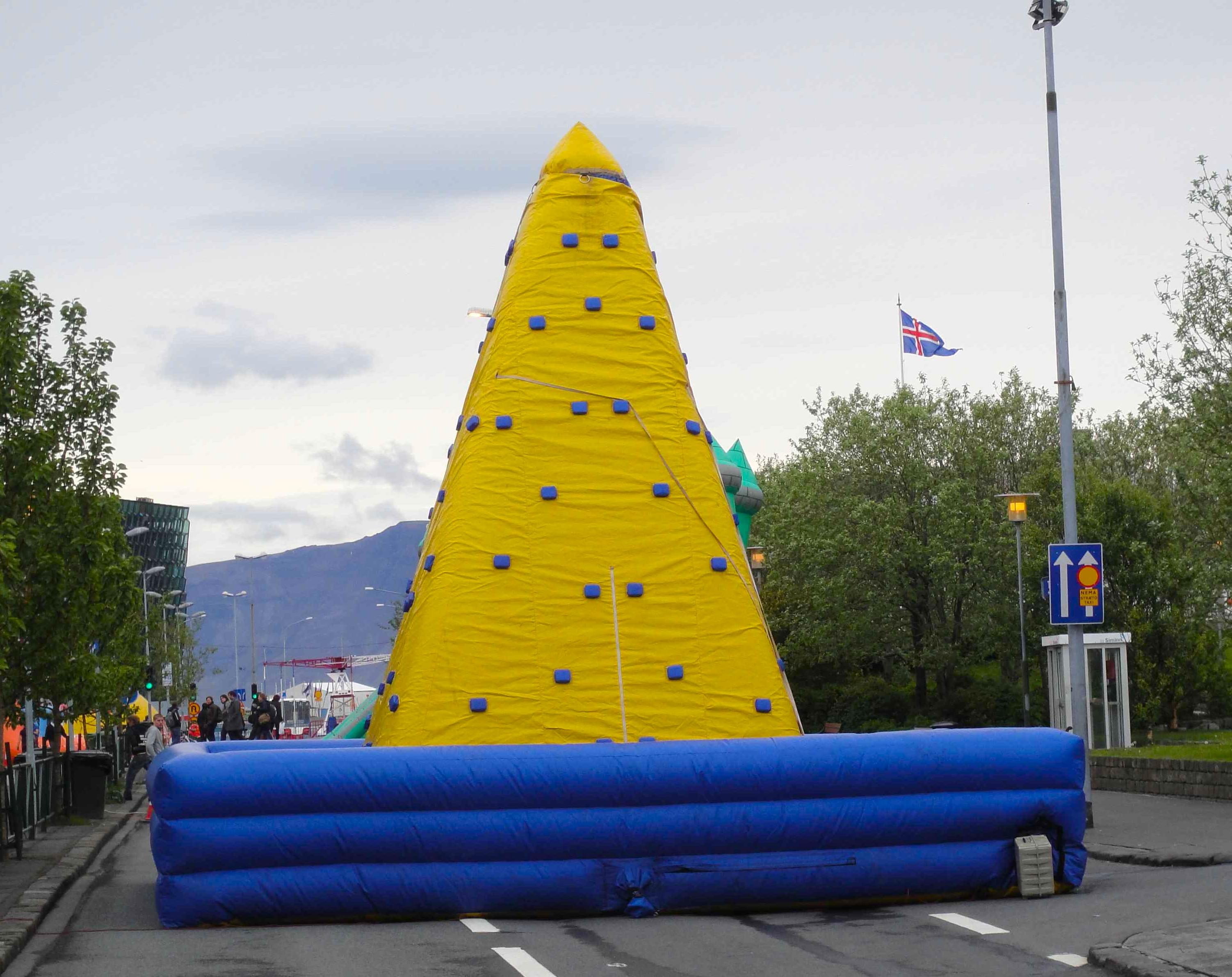 22_Reece_inflatable, Reykjavik 2011