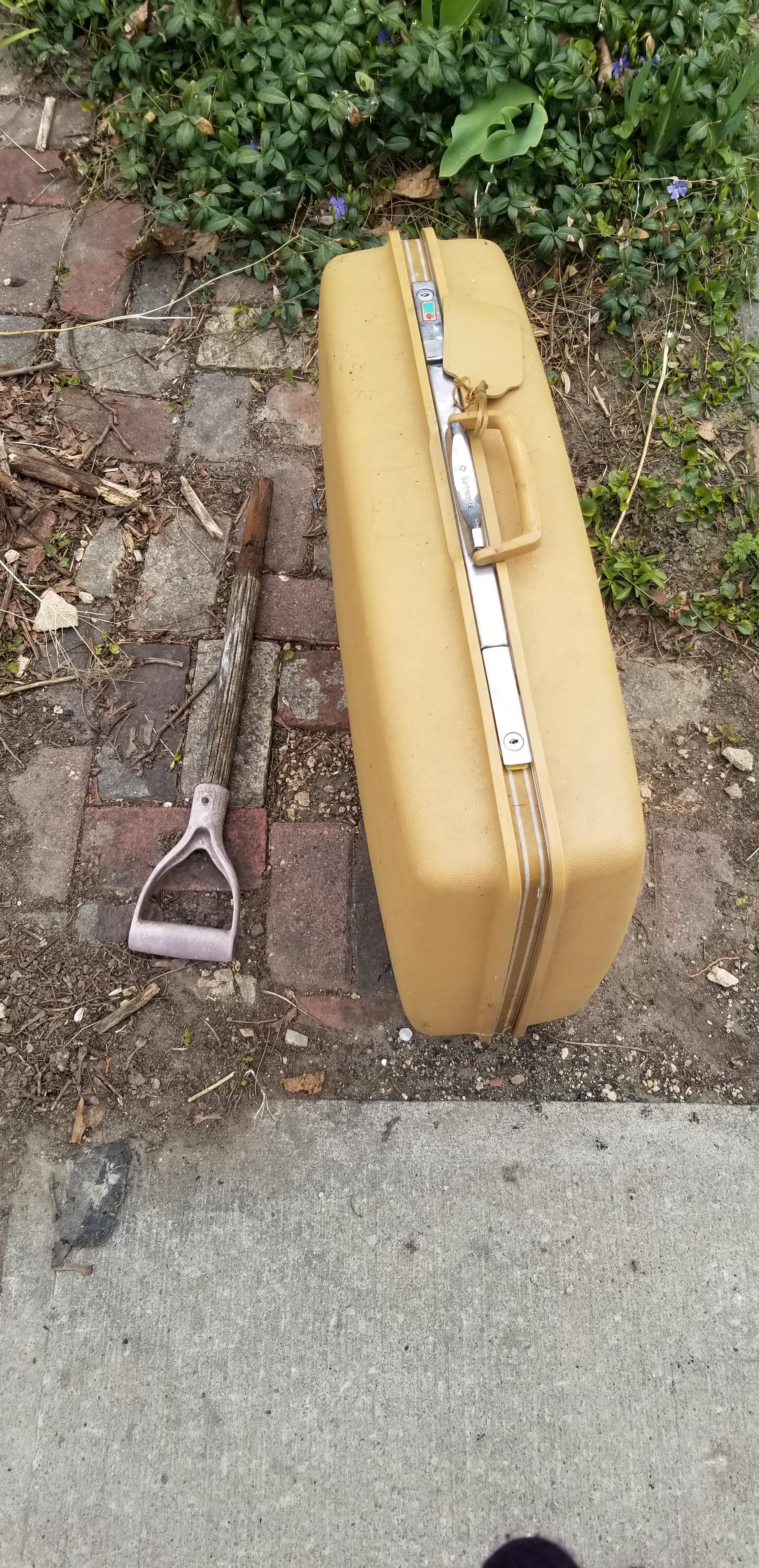 01_zab_suitcase